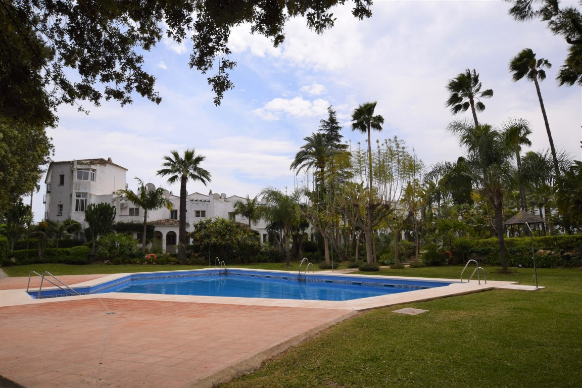 Bright top floor apartment situated in a beautiful and closed in first line golf community, just a f,Spain