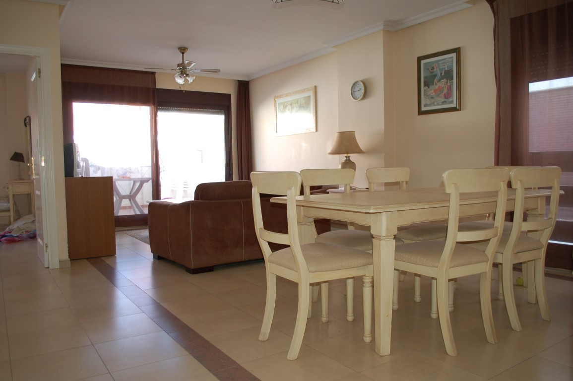 Spacious very light first floor apartment in the popular urbanization La Meastranza. The property co,Spain