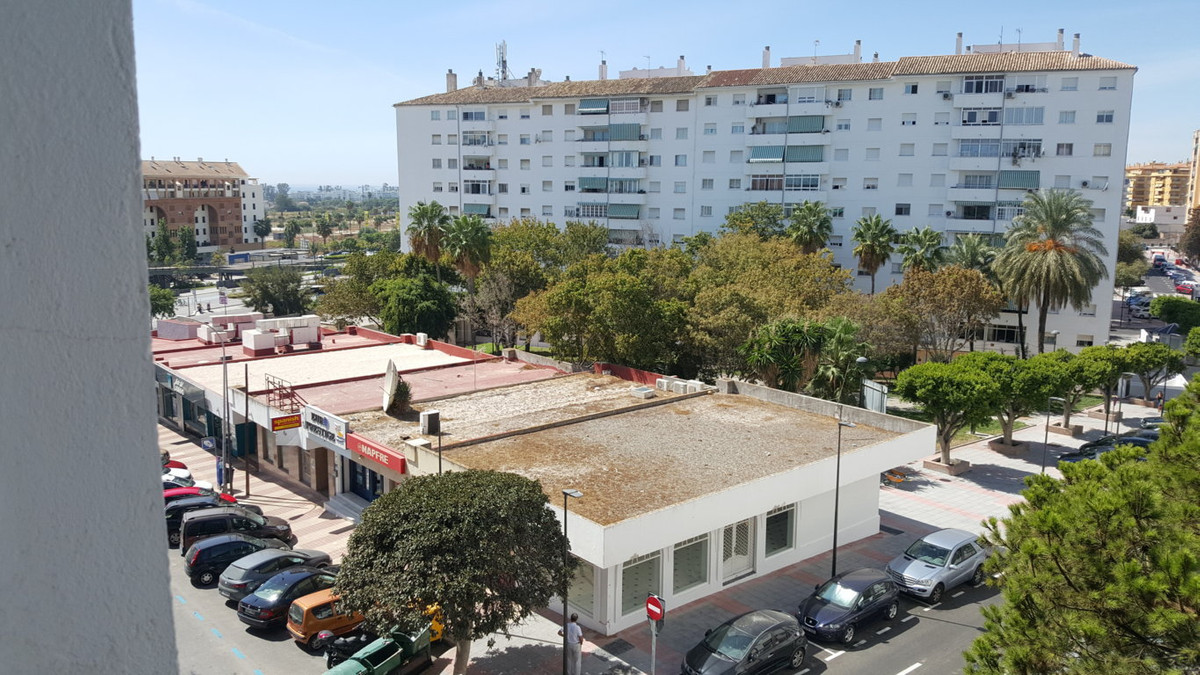 GREAT investment. Apartment located in the center of San Pedro. Walking distance to the Bulevar and ,Spain