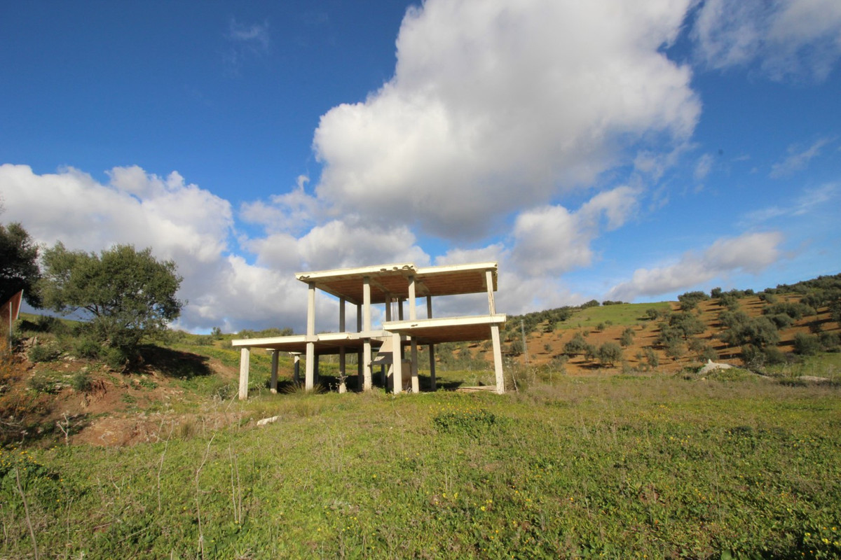 Big plot in La Vinuela, has panoramic views to the mountains and to the Lake of La Vinuela. In addit,Spain