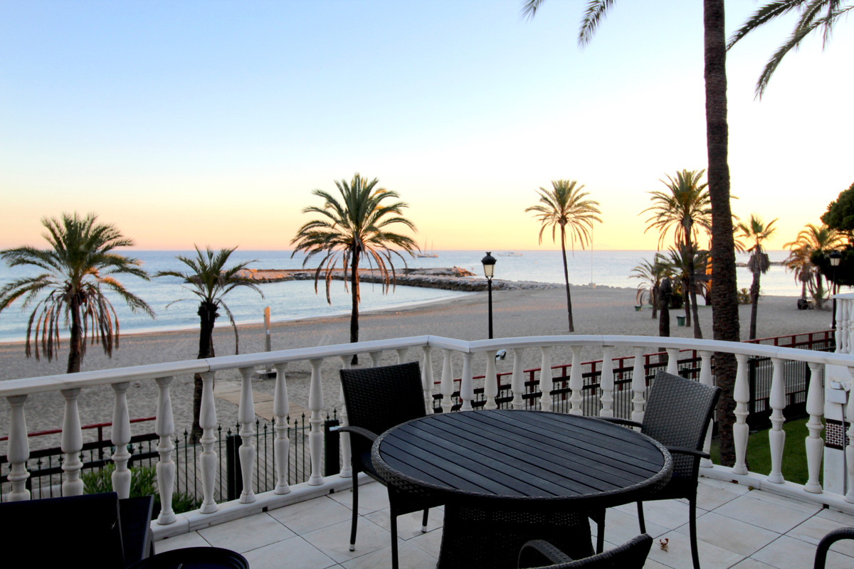 Stunning 4 bedroom duplex apartment in a beachfront urbanisation just a few steps from the heart of , Spain
