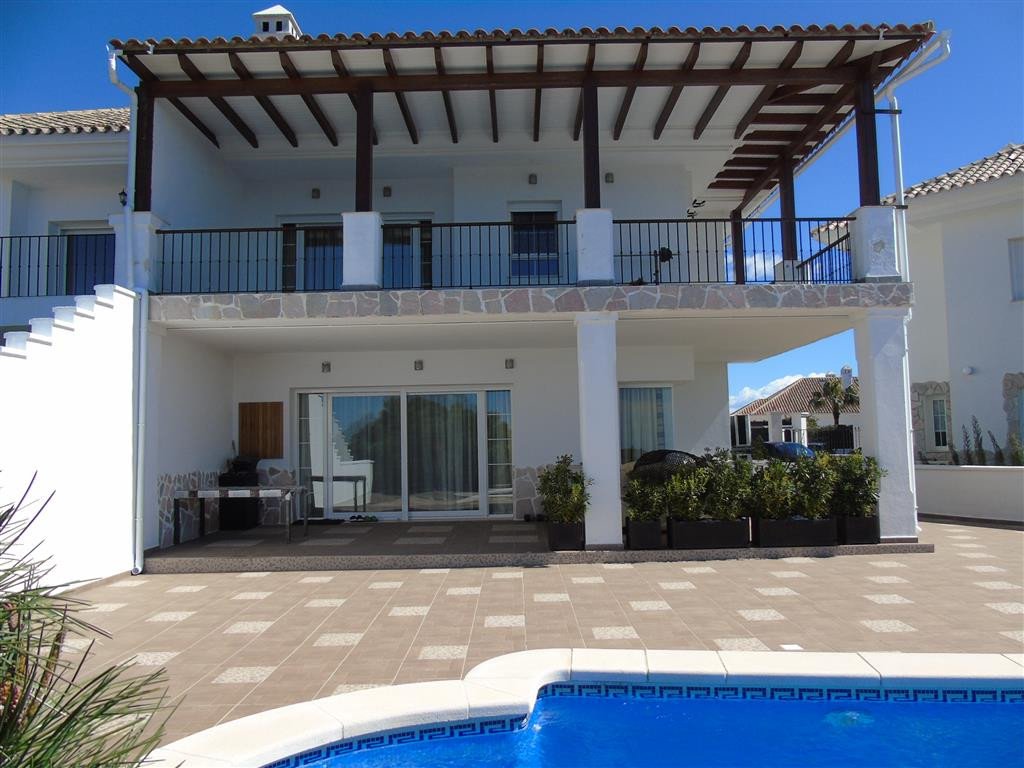 A luxury semi detached villa with a nice design and fantastic views to the sea, Gibraltar and the mo,Spain