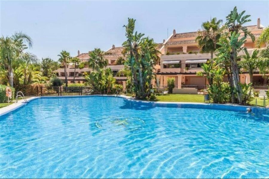 Golf courses and Puerto Banus are within easy reach. This lovely apartment consist in: hall of entra, Spain