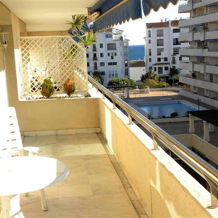 A beautifully presented property on the 4th floor of this iconic building in the heart of Puerto Ban,Spain