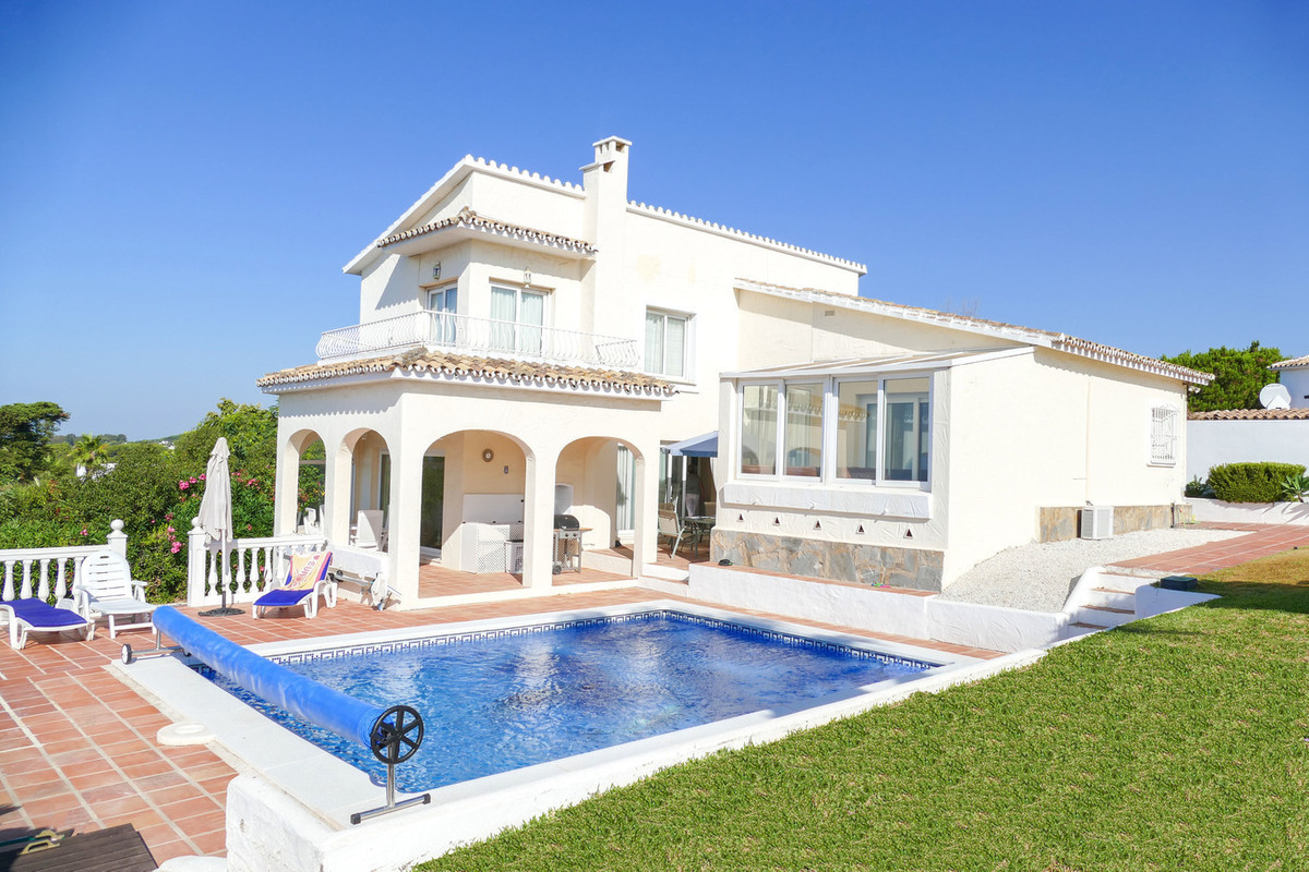 ****LOCATION LOCATION LOCATION****.  The best positioned villa on Calahonda.  Situated on a large el,Spain