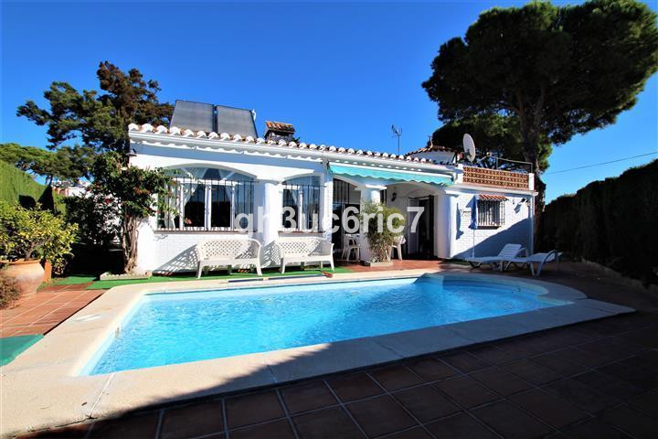 Charming 1 level villa with private garden and pool in the Calypso area, close to shops and the beac,Spain