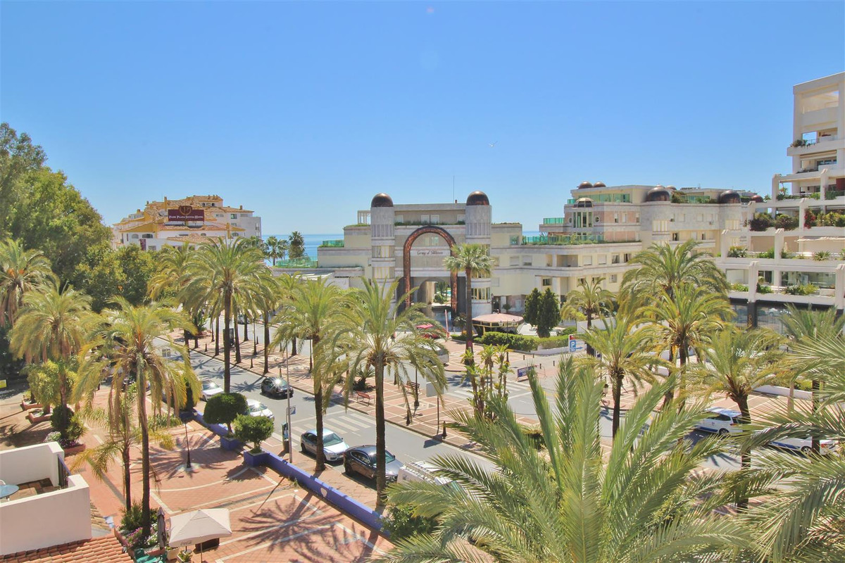 Ample apartment for sale in Puerto Banus. All in one level located in the urbanization Jardines del ,Spain
