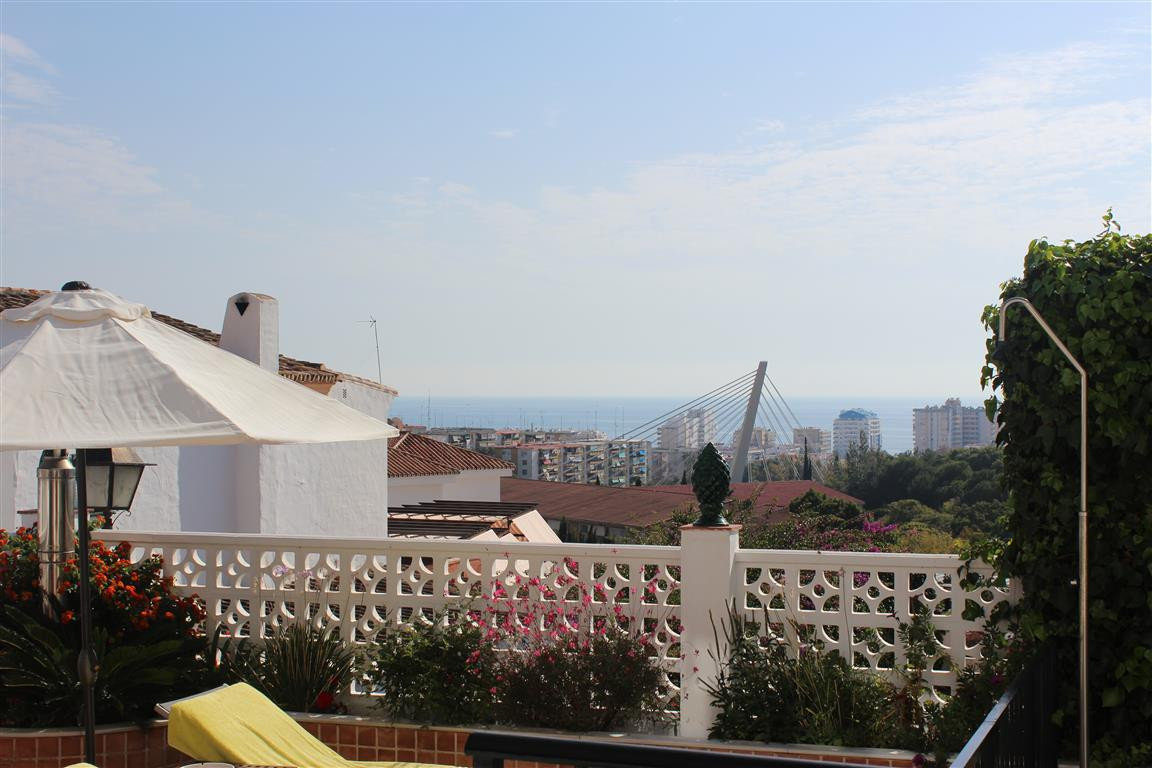 Semi-Detached House, Marbella, Costa del Sol. 5 Bedrooms, 4 Bathrooms, Built 300 m², Terrace 90 m². ,Spain