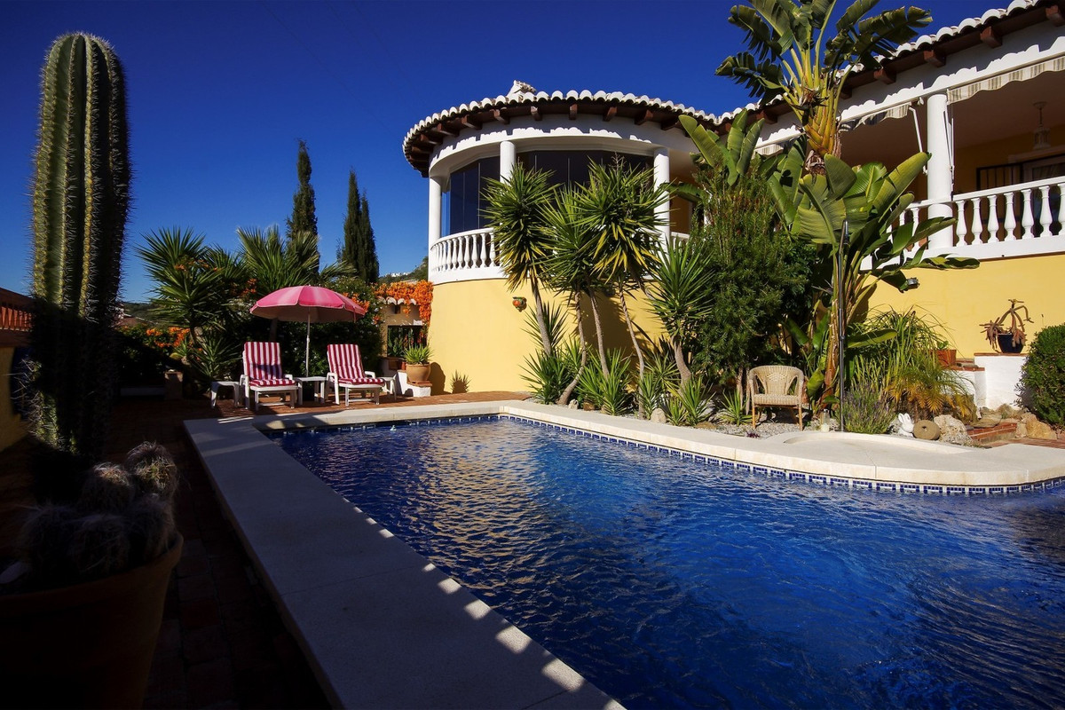 Villa in Periana – Mondron, close to Vinuela  Beautiful Villa with stunning views  This spacious vil, Spain