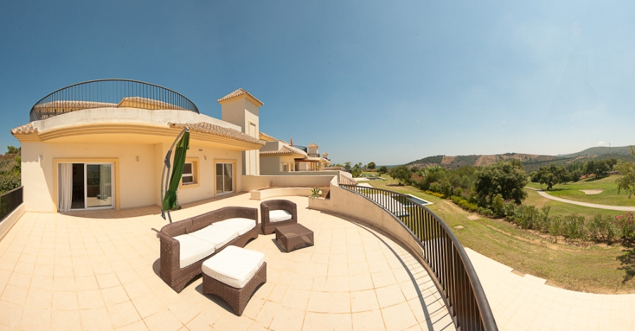 Originally listed for €450,000, recently reduced to €350,000 for a quick sale.  Fabulous spacious 2 ,Spain
