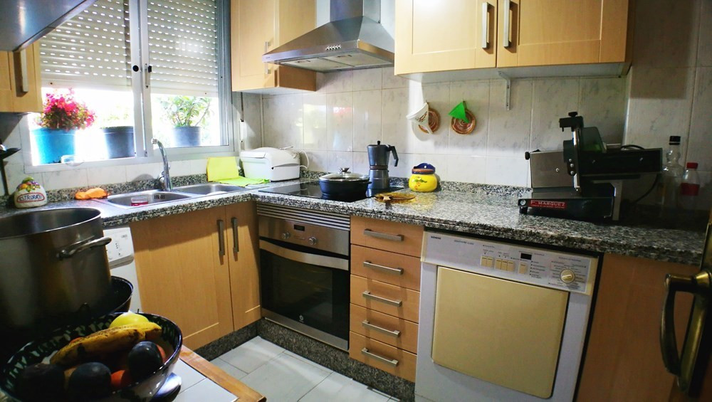 Quiet family apartment of 3 bedrooms in Parque Antena, just a 5 minute drive to Estepona or San Pedr,Spain