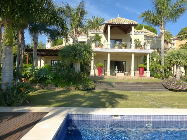 Fantastic Villa with a prime location in first line Golf in Marbella East, just 5 minutes from the C, Spain