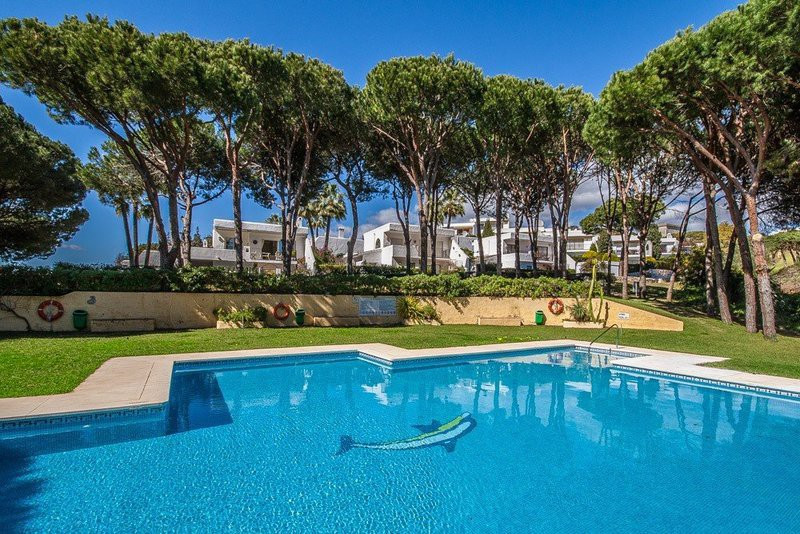 Protected by rich umbrella pines woodland, front line to the Cabopino golf course in a charming deve,Spain