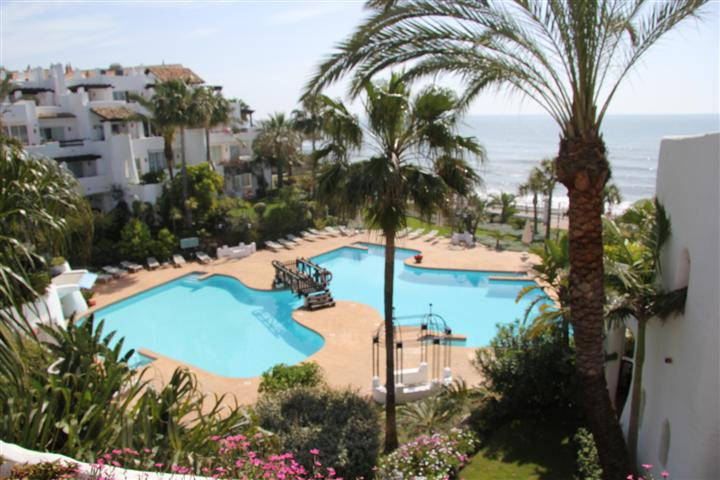 A fantastic 1st line beach  penthouse duplex apartment with stunning seaviews! the living is very sp,Spain
