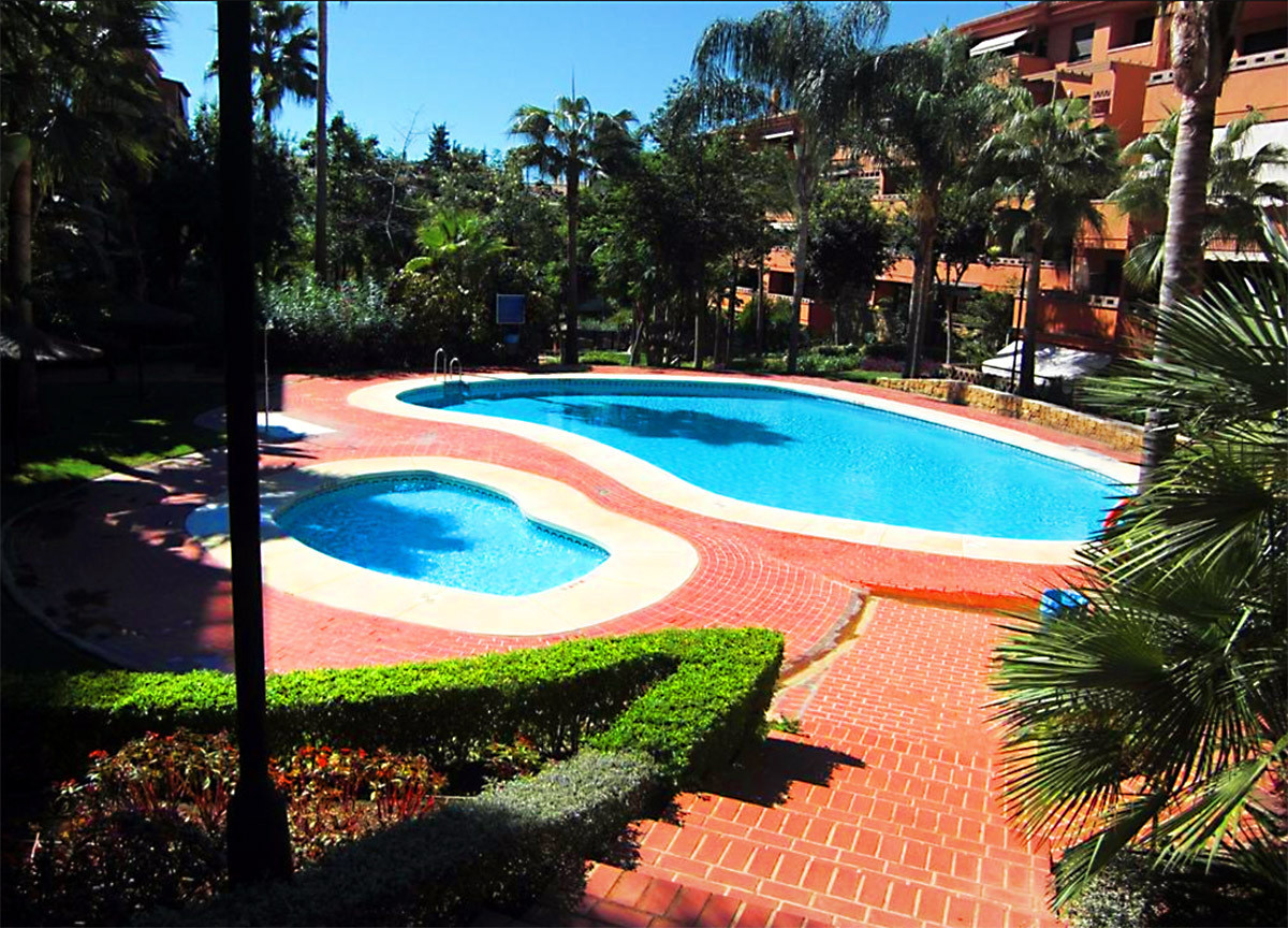 Nice 2 bedrooms apartment with sea views in Marbella. This west facing apartment distributes its 105, Spain