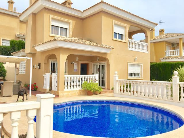 Detached, 3 bedroom villa with swimming pool affording stunning views and in excellent condition.  2,Spain