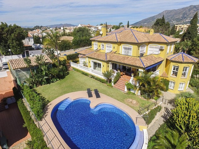 RECENT REDUCTION FROM 900.000€ TO 795.000€ FOR A FAST SALE!!  Wonderful Villa built to high standard, Spain