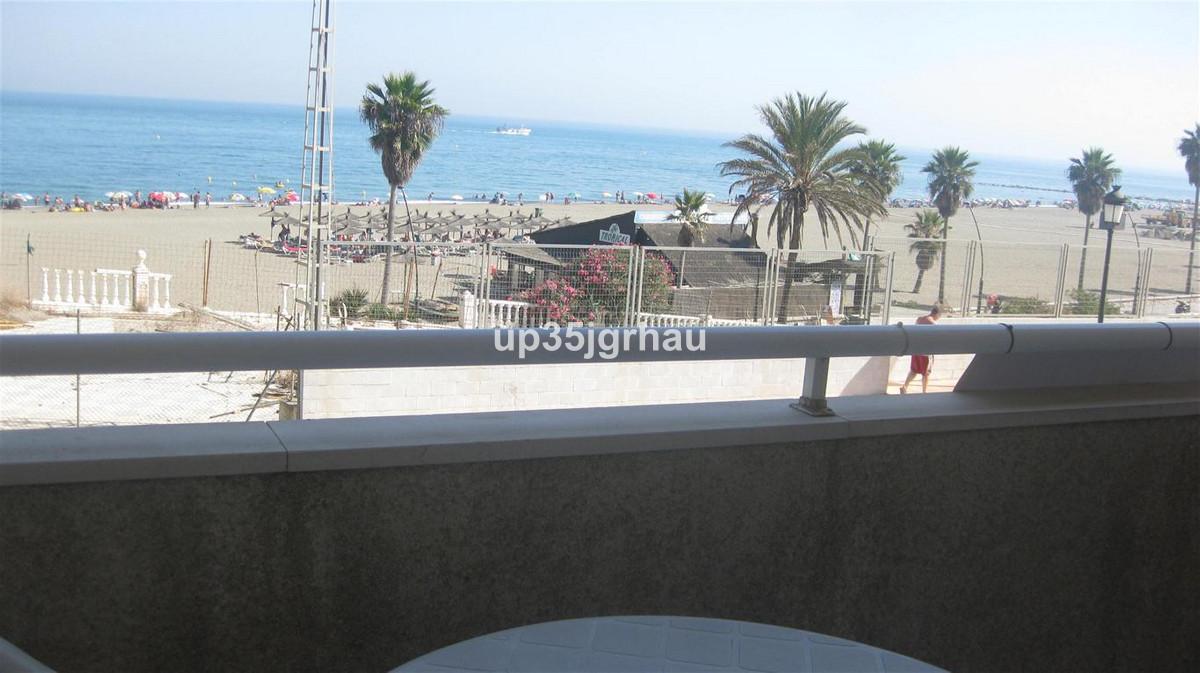 Middle Floor Apartment, Estepona, Costa del Sol. 4 Bedrooms, 3 Bathrooms, Built 120 m², Terrace 15 m,Spain