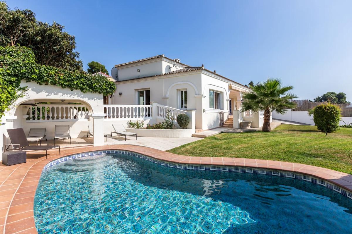Detached Villa, Puerto Banus, Costa del Sol. 4 Bedrooms, 3 Bathrooms, Built 288 m², Terrace 1000 m².,Spain