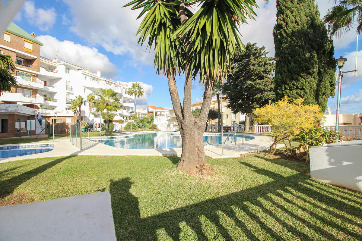 A two bedroom apartment in the sought after area of Riviera del Sol and with views of the sea. The a, Spain