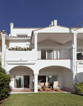 Luxury townhouse centrally located in a quiet area with unique views to the sea, La concha mountain,,Spain