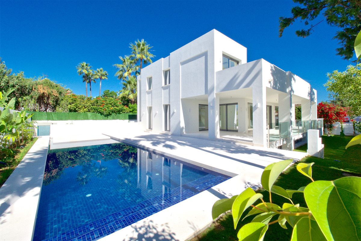 Villa of modern construction.   Nothing more to go find the entrance hall giving way the living room, Spain