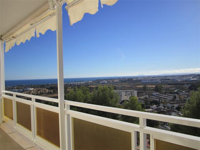 Fantastic fully refurbished aartment on a 5th floor in Torre de Nueva Andalucia. Beuatiful sea and m,Spain