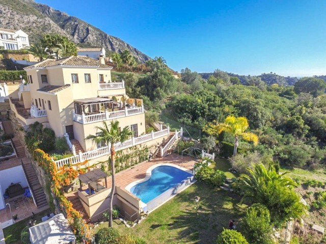 RECENT REDUCTION FROM 1.400.000€ TO 1.200.000€!!!  Beautiful well oriented Villa with sun all day, 1,Spain