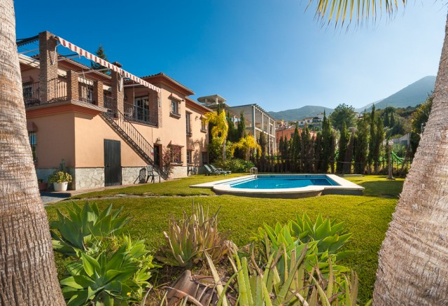 Originally listed for 549.000 €, and recently reduced to 499.000 €, fabulous villa located in the so, Spain