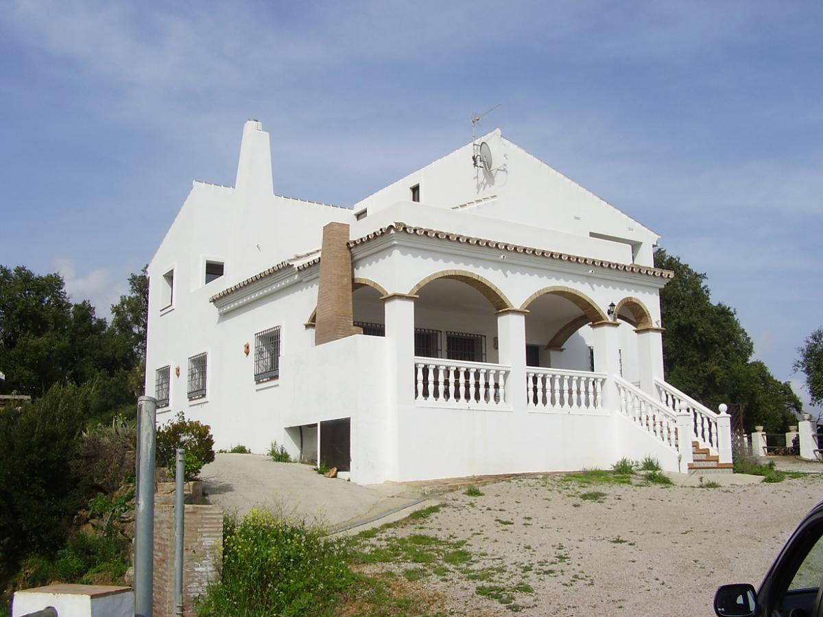 Beautiful villa situated halfway the road from the coast to Casares town on a plot of 21,000 m2 with, Spain