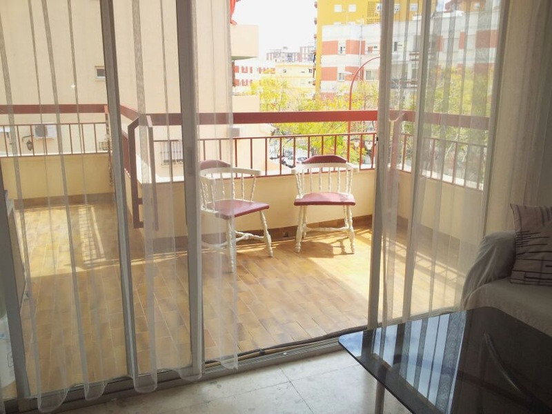 Middle Floor Apartment, Fuengirola, Costa del Sol. 4 Bedrooms, 2 Bathrooms, Built 125 m², T, Spain