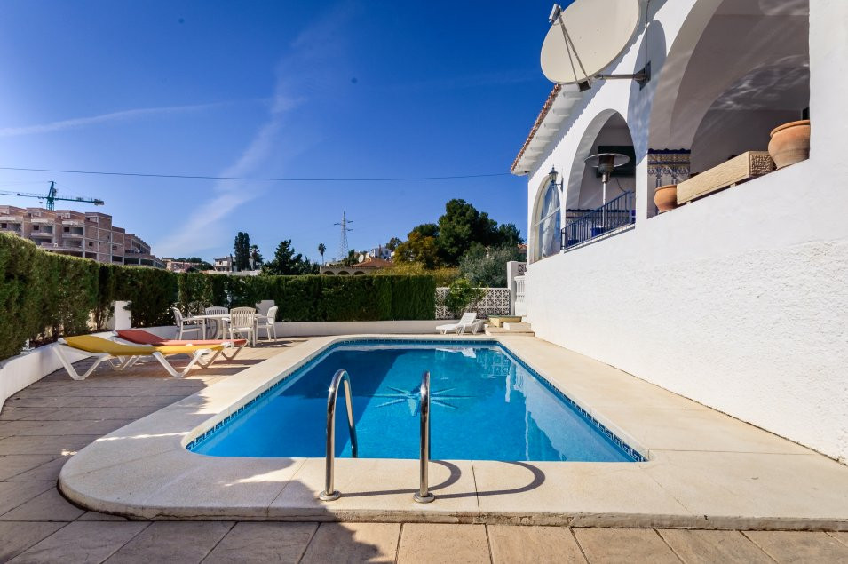For sale spacious and bright one-storey villa with south orientation in Torreblanca de Fuengirola. T, Spain
