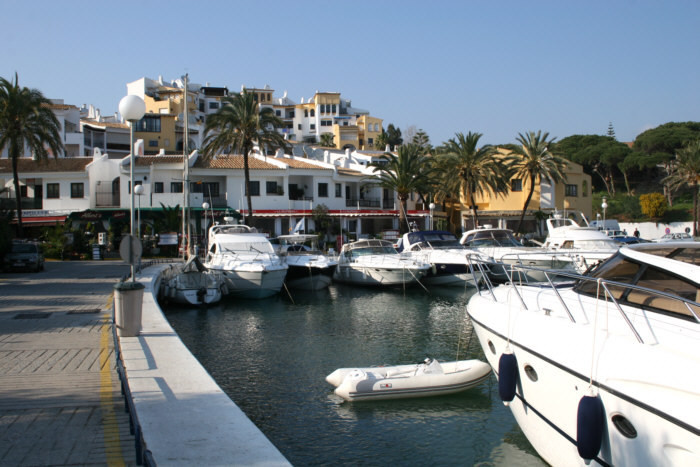 FREEHOLD - Wonderful bar located on the marina of Cabopino.   Situated in the most favoured position,Spain