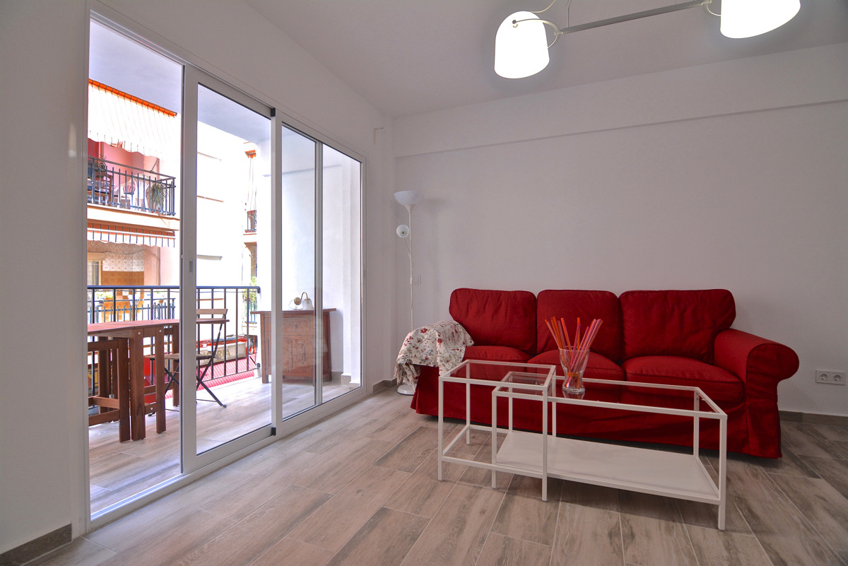 for sell beautiful apartment in the heart of Fuengirola a short walk from the train station. The apa Spain