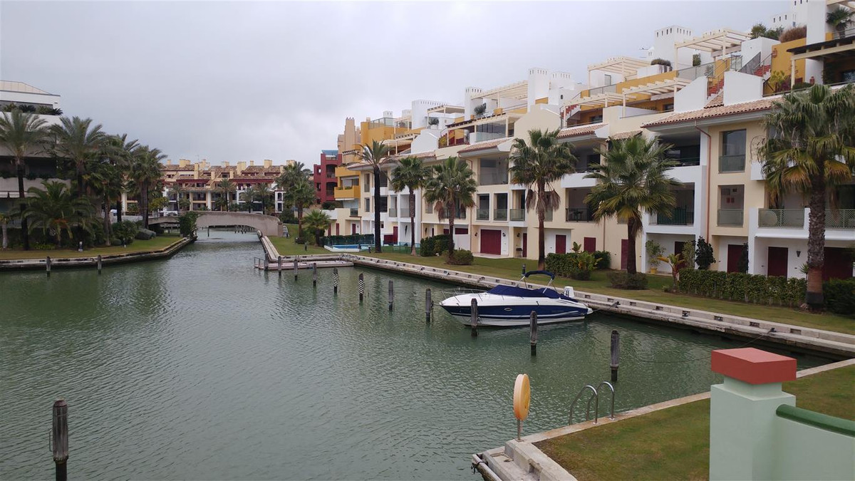A truly stunning 8 bedroom duplex apartment on one of the islands in Sotogrande Marina.  By joining ,Spain