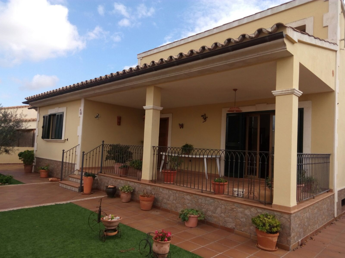 Beautiful Villa in Sa Vinya de Son Very (Marratxi) of about 8 years has a plot of 500 m2 with a hous, Spain