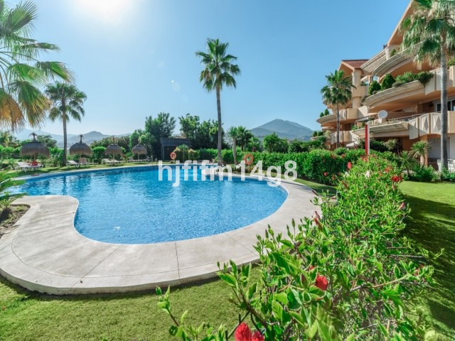 Spectacular 3 bedroom west-facing apartment for sale in Magna Marbella, Nueva Andalucia. Located on ,Spain