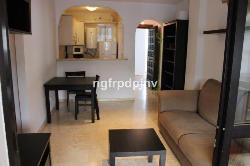 Nice property in the centre of Arroyo de la miel, close to amenities and 1 minute walk to the train ,Spain
