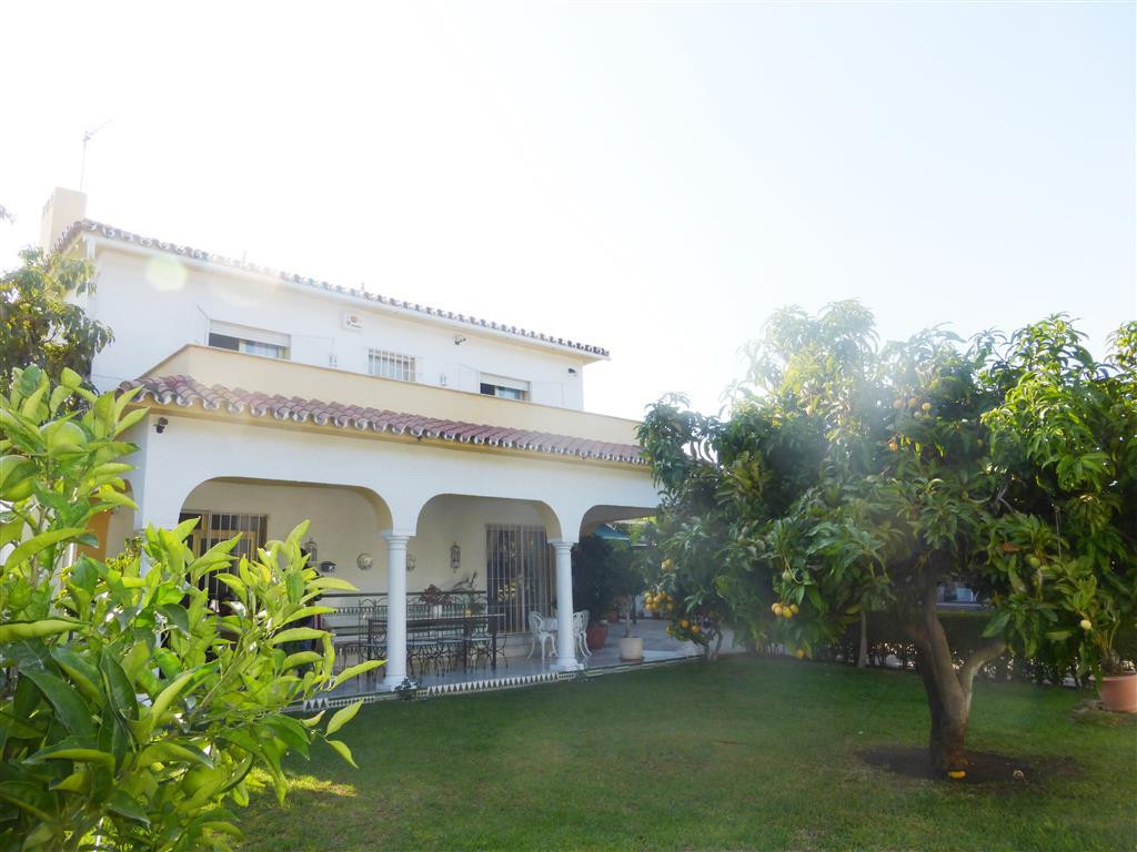 Great opportunity to renovate this lovely villa which is located San Pedro beachside only a few mome,Spain