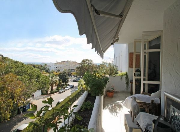 Sunny south east facing third floor apartment situated in the heart of Marbella's Golden Mile, w,Spain