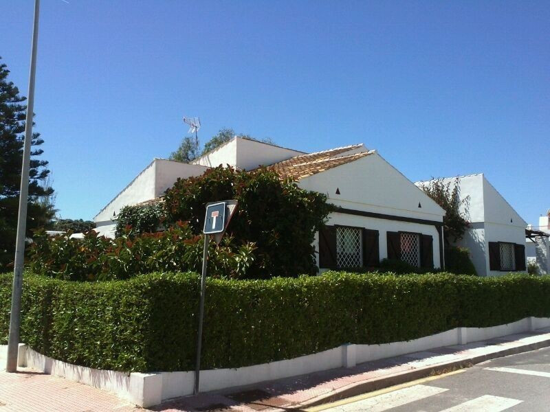 Beautiful villa of Mediterranean flavor a few meters from the beach. The property has 5 bedrooms, 2 ,Spain