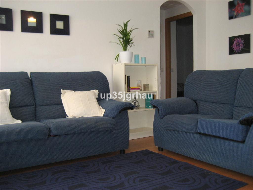 Middle floor apartment with three bedrooms and one  bathroom. Sold furnished, ready to install. It i, Spain