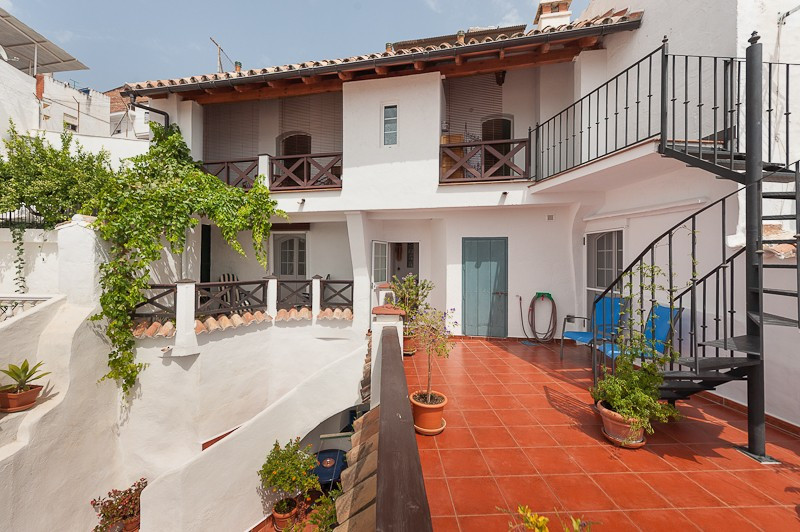 Great opportunity to purchase this restored Villa located in the Heart of the city. Currently run as,Spain