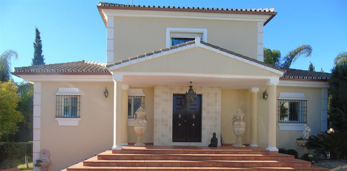 STUNNING 5 BEDROOM VILLA -. COIN  A wonderful oportunity to own a truly  stunning villa set in beaut,Spain