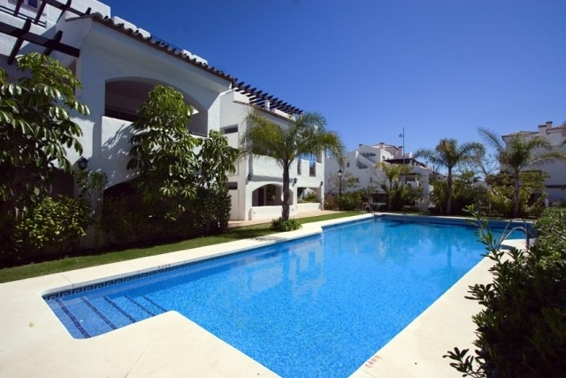Luxury ground floor apartment in a small complex located just 200 meters from the beach in San Pedro,Spain