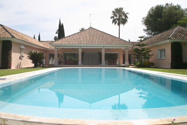A stunning five bedroom villa located frontline golf to Las Brisas and within easy reach of all amen, Spain