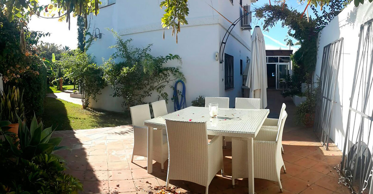Bright villa in a residential area nearby the beach Just 5 minutes walk from the beach and the prome, Spain