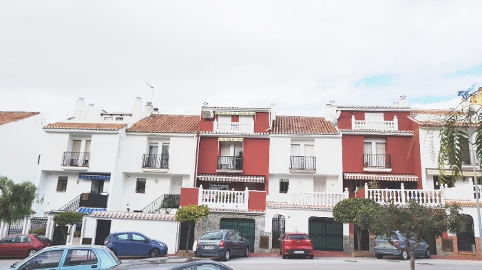 Fantastic townhouse just a step away from the great shopping area La canana.   The townhouse built o, Spain