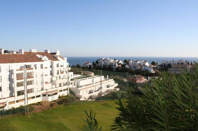 Beautiful apartment with stunning sea views set in Altos Miraflores.  The property comprises:  Spaci,Spain