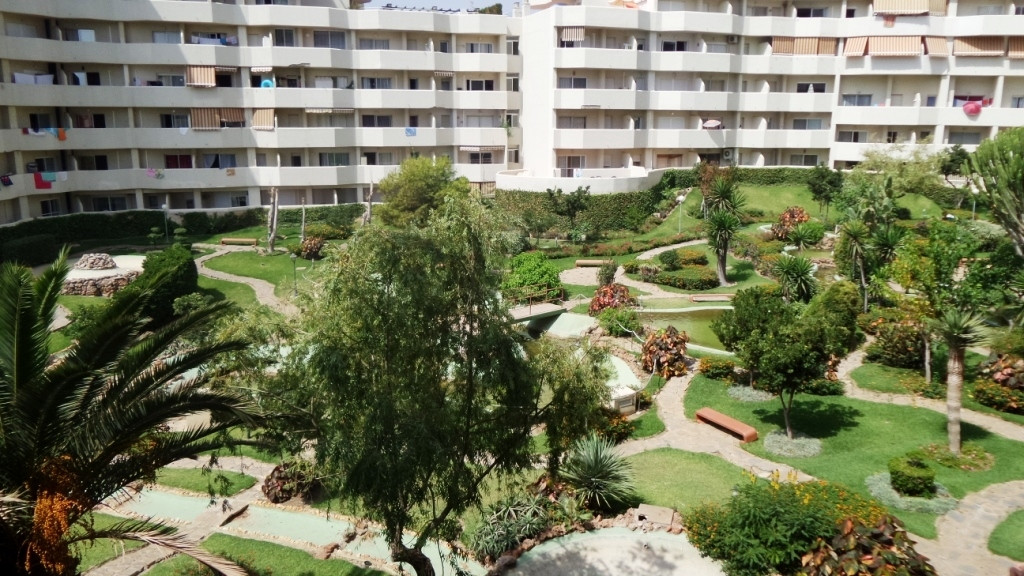 SPECTACULAR STUDIO 100 METERS FROM THE BEACH, Located in the Benalbeach complex this studio is a fan, Spain